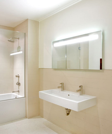 Quantum Lighted Mirror by Electric Mirror at the Hollywood angle