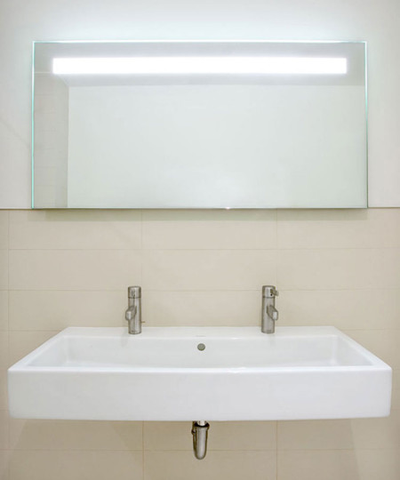Quantum Lighted Mirror by Electric Mirror at the Hollywood low